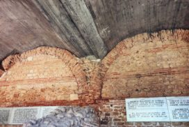 Încăperile boltite au funcționat ca depozite portuare sau ca spații de depozitare