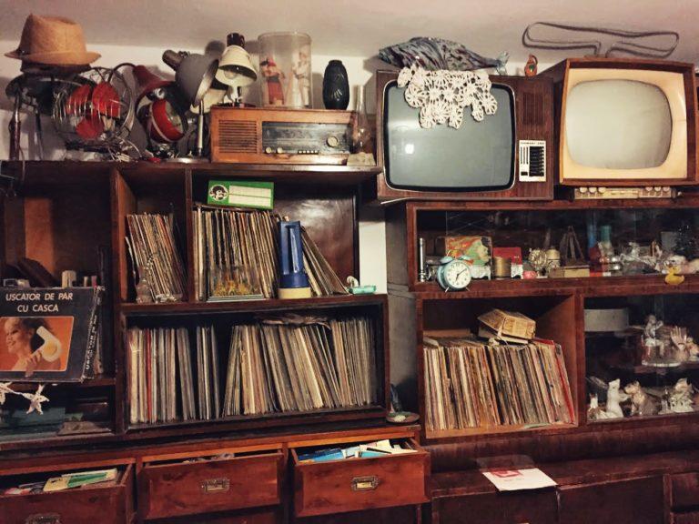 Televizoare cu mileu la muzeul consumatorului comunist