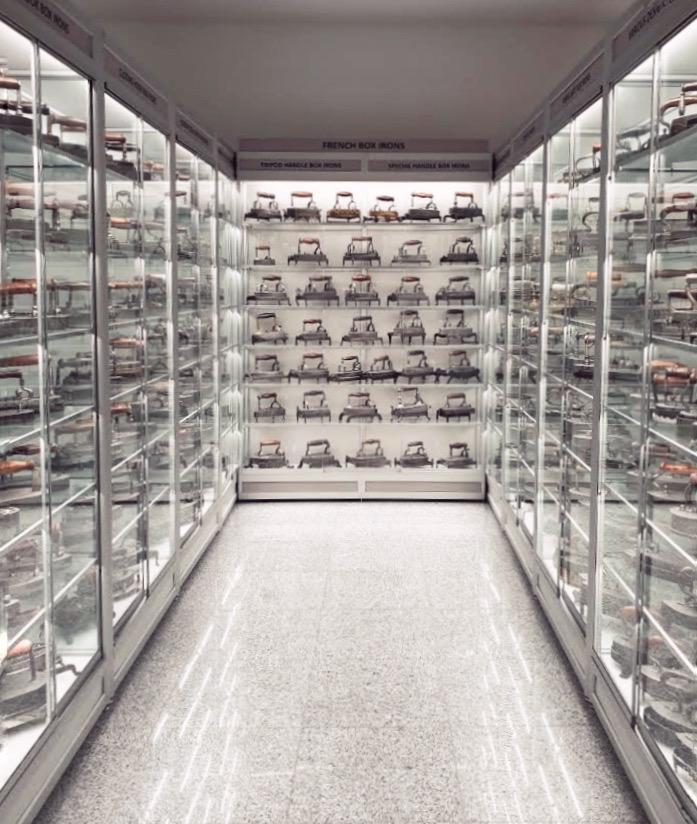 Colecția de fiare de călcat din Muzeul Recordurilor din București