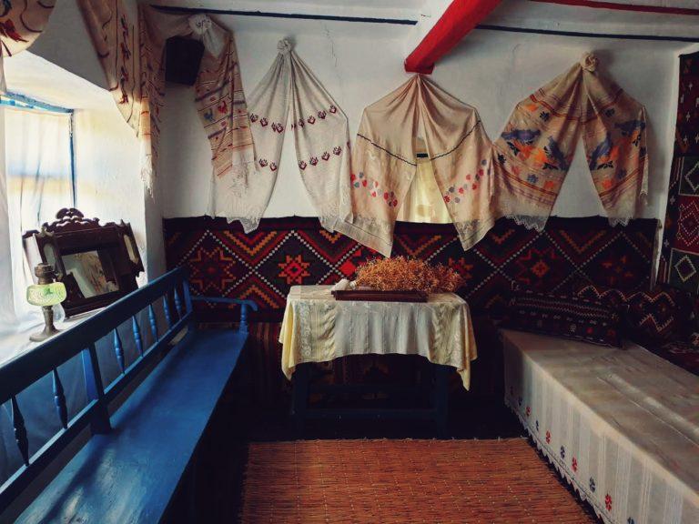 Lada de zestre și veșminte tradiționale