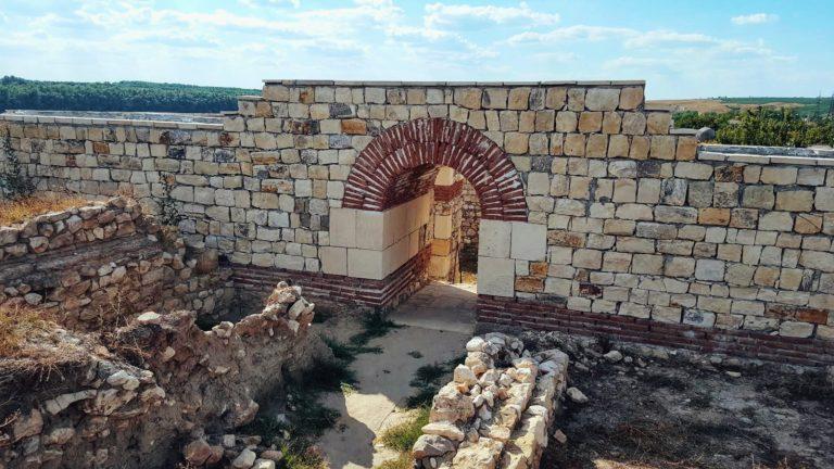 "Ruinele ""restaurate"" de la Capidava"
