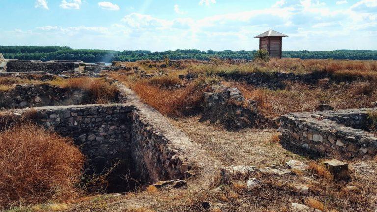 Ruine la Capidava și un punct de observație
