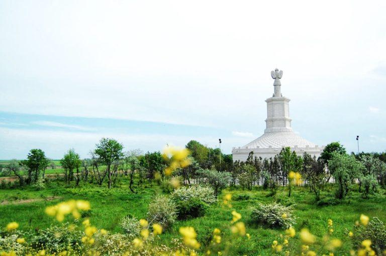 Vedere cu mausoleul de la Tropaeum Traiani