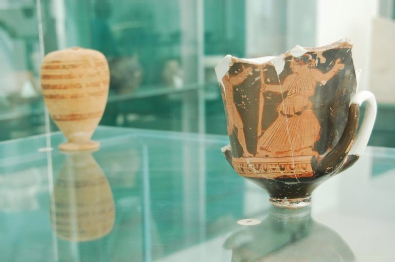 Vase ceramice pictate descoperite la Histria