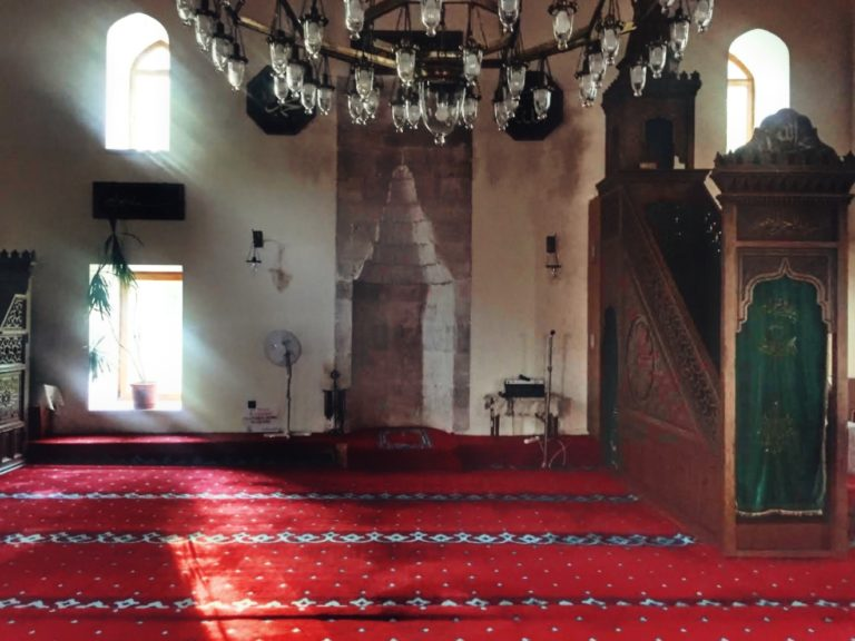 Interiorul moscheei Esmahan Sultan