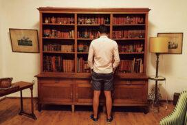 """Jumătate din echipa """"Aici a stat"""" în fascinație pentru biblioteca istorică Golescu"""