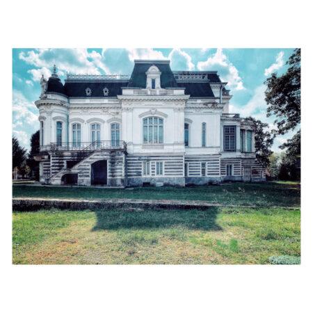 Vedere din curte înspre palatul Marincu