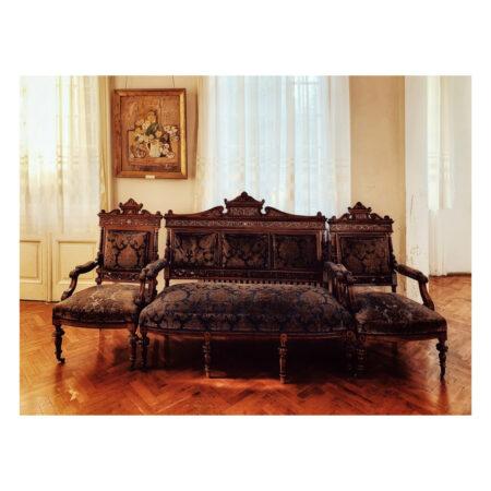 Mobilier original al palatului