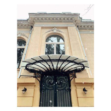 Marchiza de la intrare în reședința Titulescu