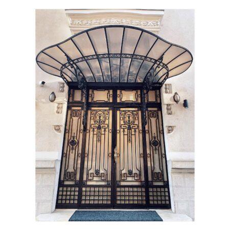 Ușa casei de pe Lascăr Catargiu nr. 46
