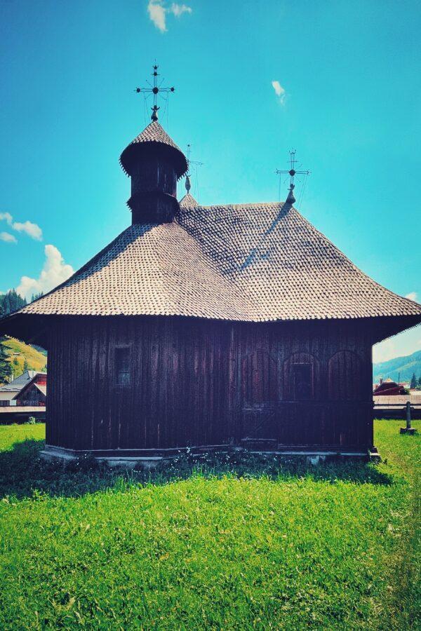 Biserica din Colacu, unde se află mormântul lui Traian Popovici