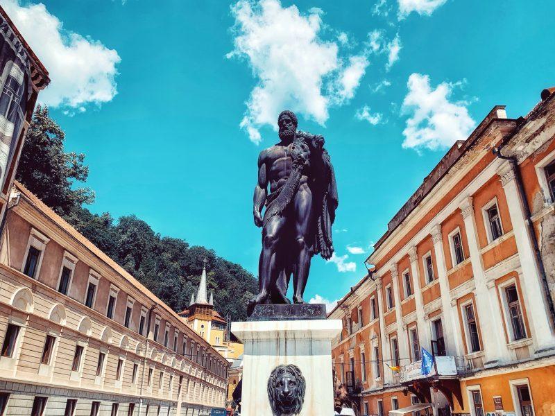 Statuia lui Hercule din Piața Hercules
