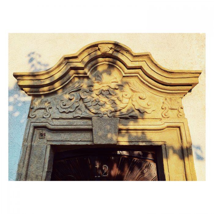 Detaliu ancadrament ușă: Mihai Viteazu nr. 12