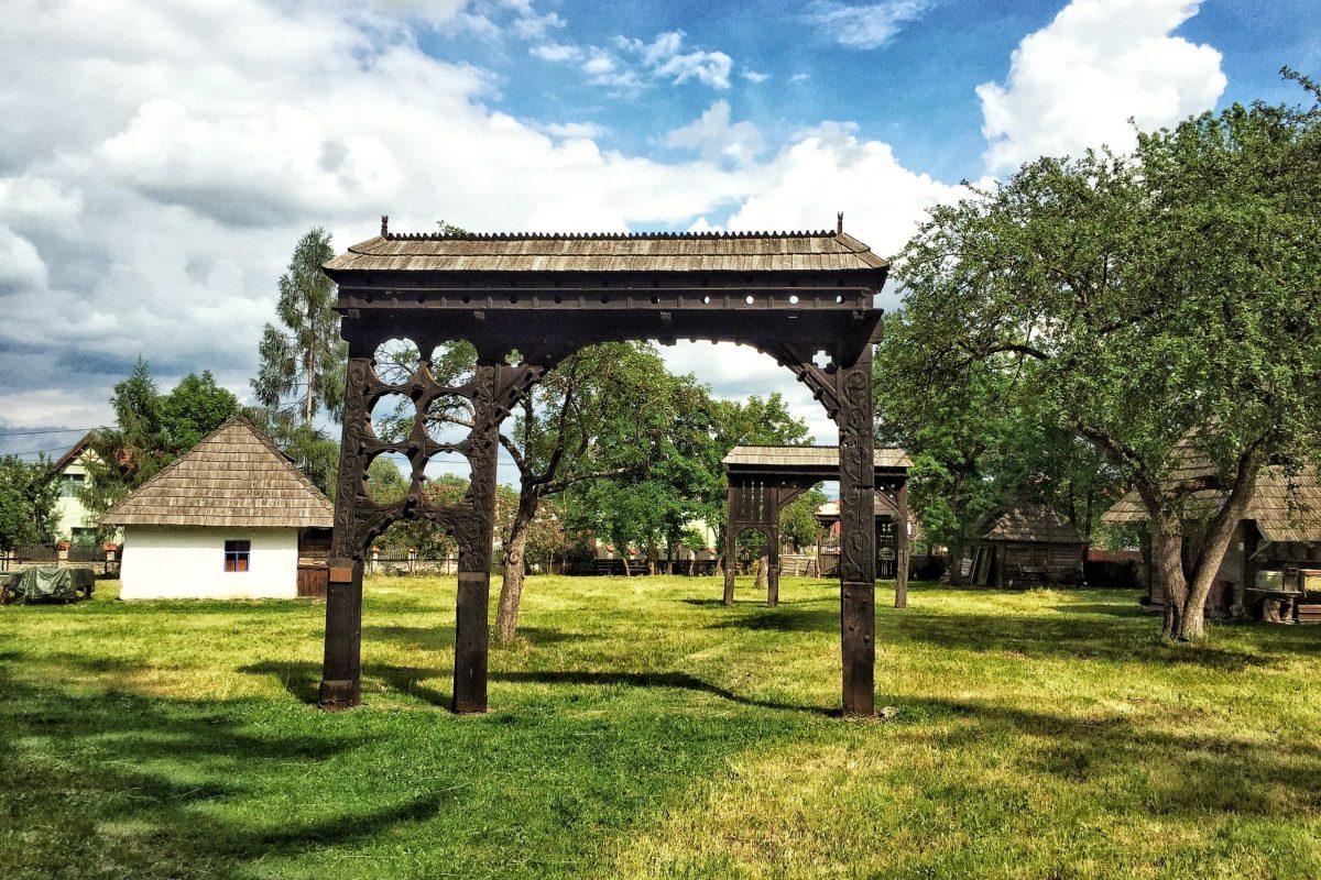 Poartă tradițională secuiască - Muzeul Haszmann Pál