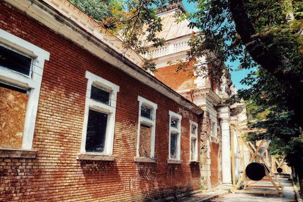 Rezultatul școlii de vară: punerea în siguranță a fațadei